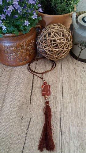 Damen Handgemachte Edelstein Halskette mit Achat und Quaste.