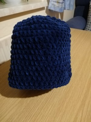 Cappello all'uncinetto blu scuro Lana