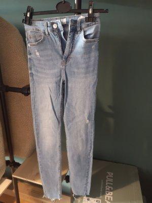 Bershka Pantalon fuselé bleu clair