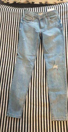 Bershka Jeansy o obcisłym kroju błękitny