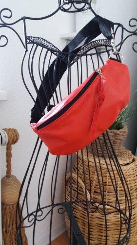 Damen korallenrot/schwarze Handmade Bauchtasche.