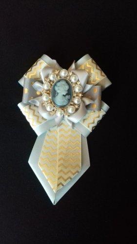 Damen Krawatte/Brosche