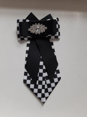 Brooch white-black polyester