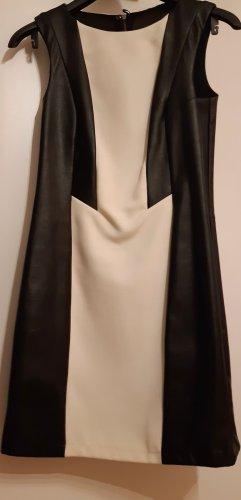 Vestido de cuero negro-crema