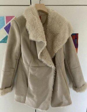 Livre Cappotto in eco pelliccia beige-crema