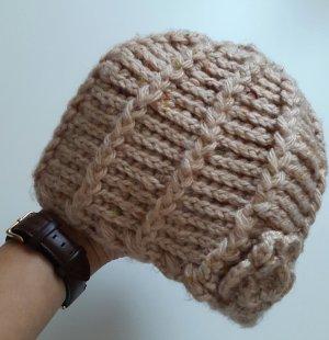 Chapeau en tricot rose