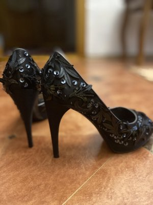 Louis Vuitton High Heels black
