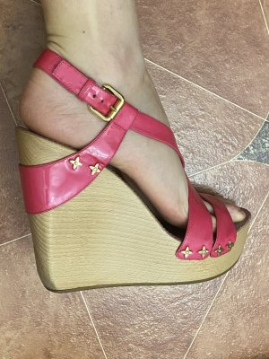 Louis Vuitton Beach Sandals pink