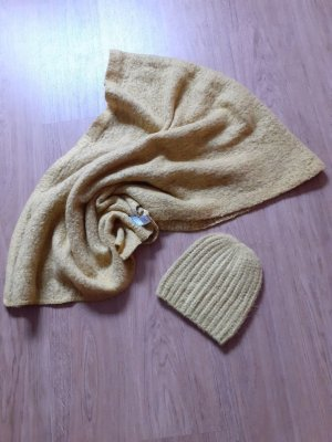 Knitted Scarf dark yellow