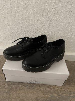 Catwalk Lace-Up Sneaker black