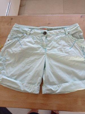 Damen Shorts von der Marke Squesto zu verkaufen