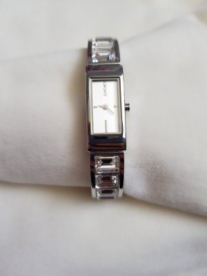 Damen Uhr in silberton von DKNY mit grossen strasssteinen