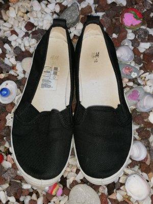 Damen und Mädchen flache Stoff Schuhe.