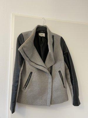 Bershka Abrigo de cuero negro-gris claro