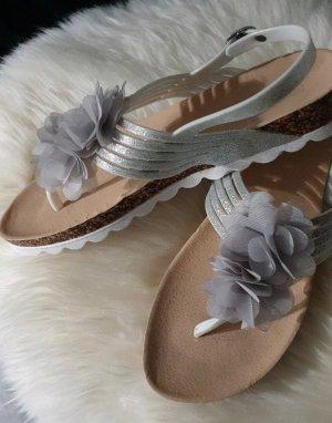 Sandalo toe-post argento-grigio chiaro