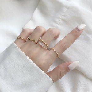 Damen zierliche goldene silberfarbene moderne 5-Teilige Ringe Set im minimalistischen Stil