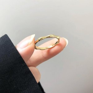 Damen zierlicher goldener moderner Polygonal Geometrie Ringe im minimalistischen Stil
