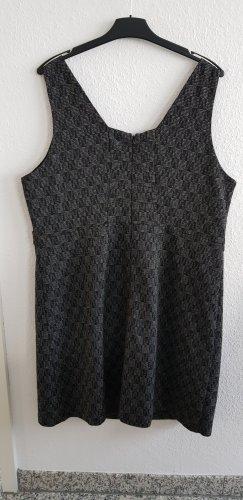 Damenkleid individuell zu tragen