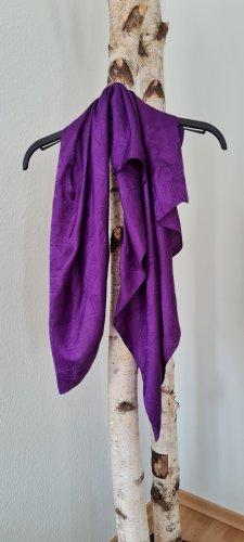 Ohne Châle au tricot violet foncé