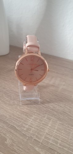 Zegarek analogowy w kolorze różowego złota
