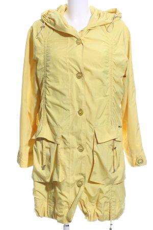 Damo Heavy Raincoat primrose casual look