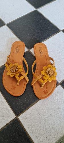 Gina Benotti Flip-Flop Sandals bronze-colored