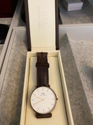 Daniel Wellington Reloj con pulsera de cuero marrón oscuro-rosa