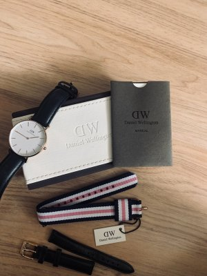 Daniel Wellington Watch With Leather Strap gold-colored