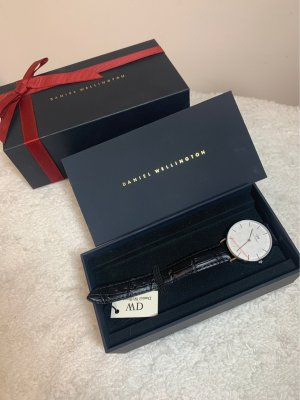 Daniel Wellington Watch With Leather Strap black-white