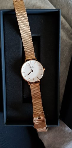 Daniel Wellington Analog Watch rose-gold-coloured