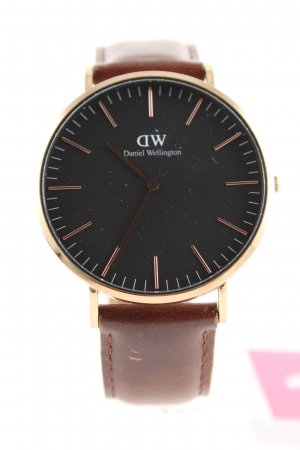 Daniel Wellington Watch With Leather Strap brown elegant