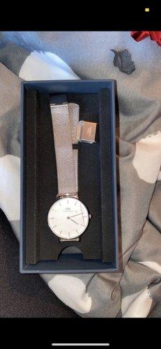 Daniel Wellington Montre avec bracelet métallique argenté