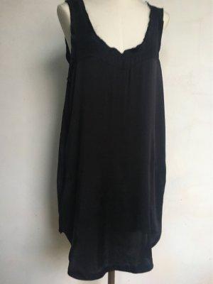 Das kleine schwarze Seidenkleid