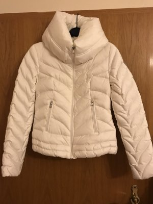 Daunen Jacke Guess weiß mit Kragen Steppjacke winterjacke Luxus Marken