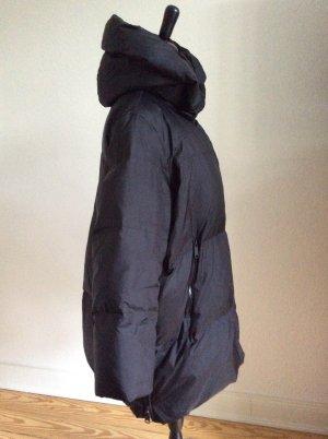 Daunenmantel von Zara schwarz