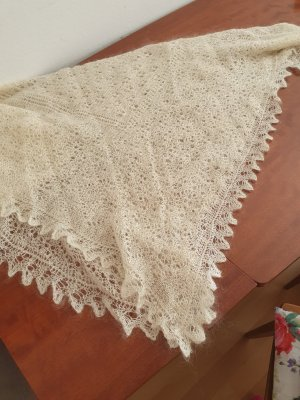 Écharpe en crochet crème