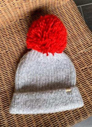 David and Young Chapeau en tricot gris clair-rouge