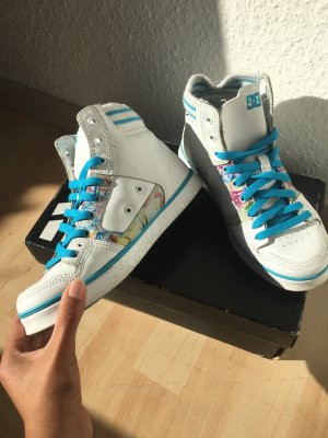 DC Etnies Sneaker mit blaue Blumenmuster