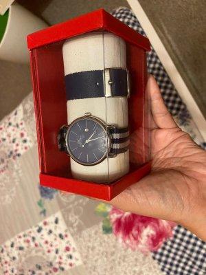 DC Uhr mit auswechselbaren Uhrband