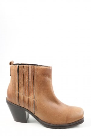 Deena & Ozzy Ankle Boots