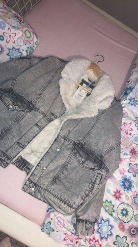 Bershka Futrzana kurtka jasnoszary-biały