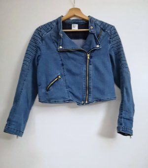 Denimjacke im Bikerstil