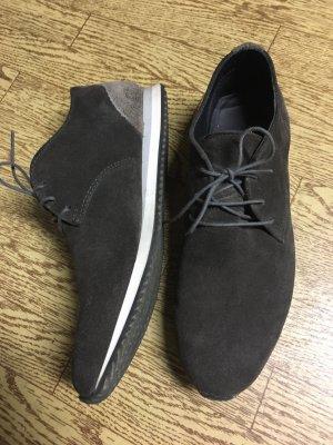Der elegante Sneaker in dunkelbraun