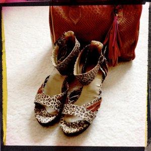 Sandalias tipo clog marrón arena-negro Cuero