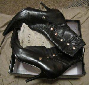 Bottes à talon noir-gris clair cuir