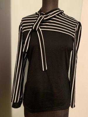 Blusa de cuello alto negro-blanco