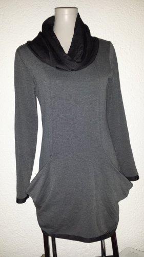 Robe pull noir-gris foncé