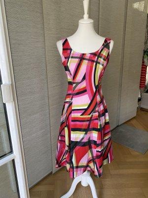 Designer Sexy Sommerkleid mit betonter Taille