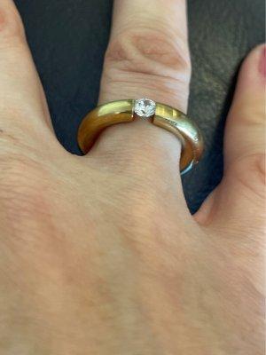 Pierścionek z ozdobnym kamieniem złoto-biały
