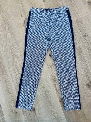 0039 Italy Pantalón tobillero negro-blanco